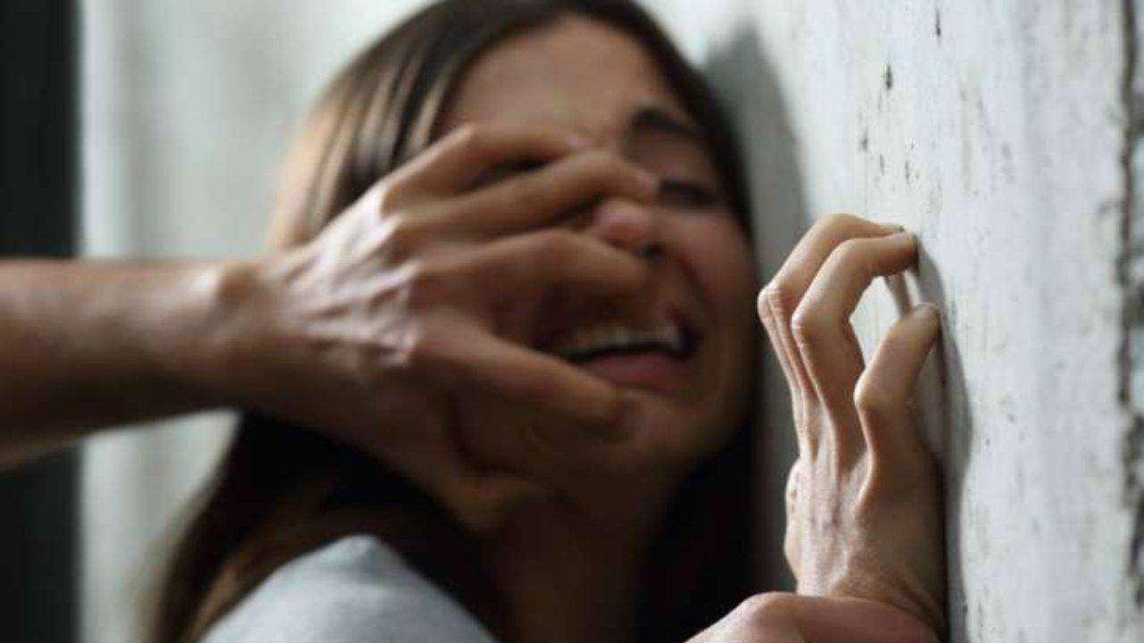Stuprata e uccisa incinta