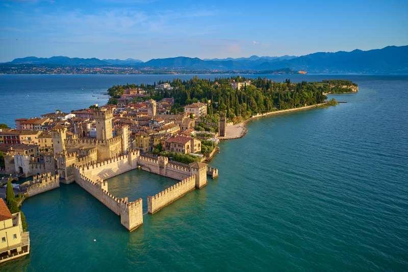 Castello Scaligero di Sirmione, Lombardia castelli belli Italia Natale