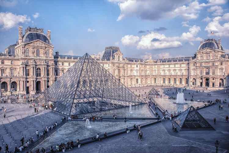 Louvre, Parigi musei famosi online gratis