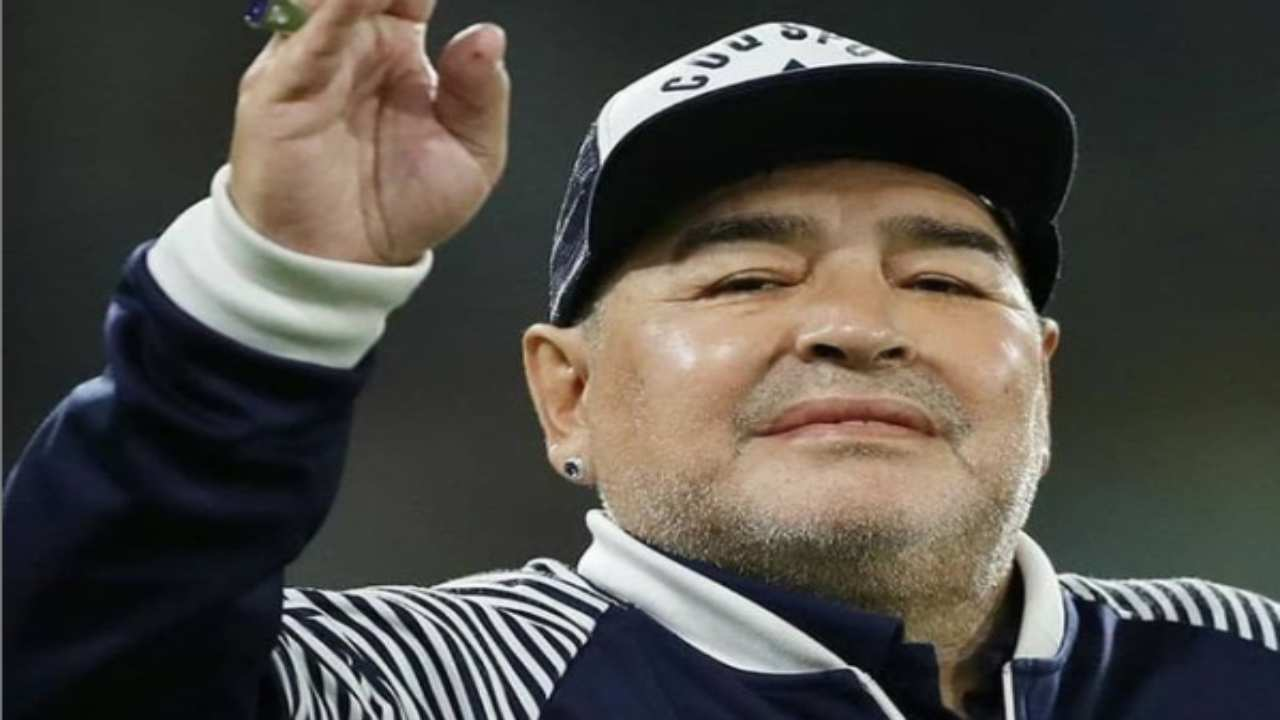 Morte Maradona | oggi la sepoltura nel cimitero 'Bella ...