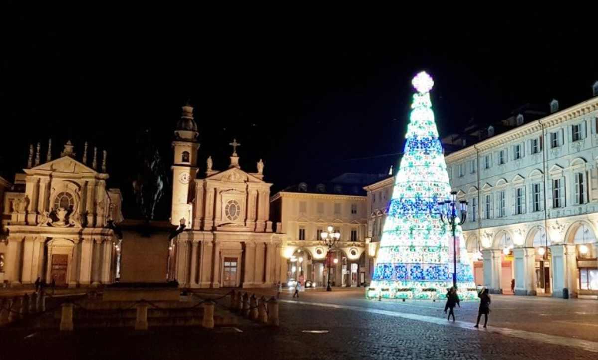 Natale e Capodanno 2020, vietate le feste: scatta il coprifuoco
