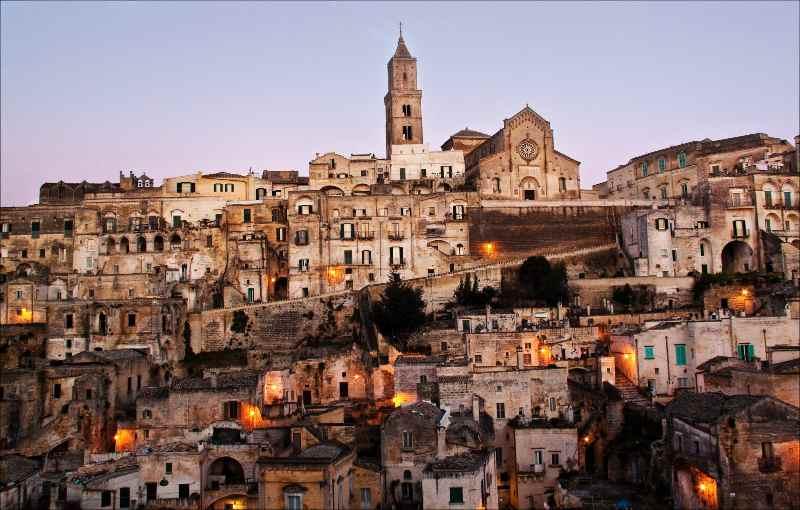 Panorama sul Sasso Barisano, in alto a destra il Duomo di Matera Basilicata cosa vedere Matera