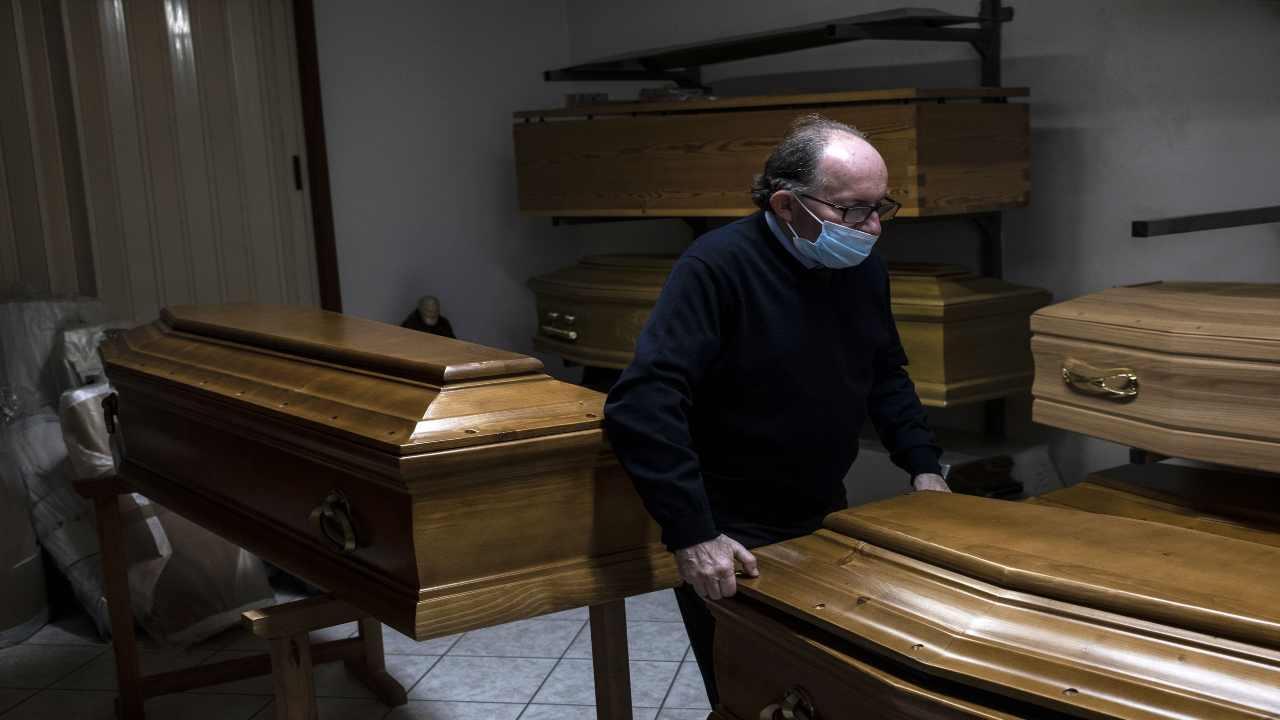Emergenza sanitaria crematorio Lambrate