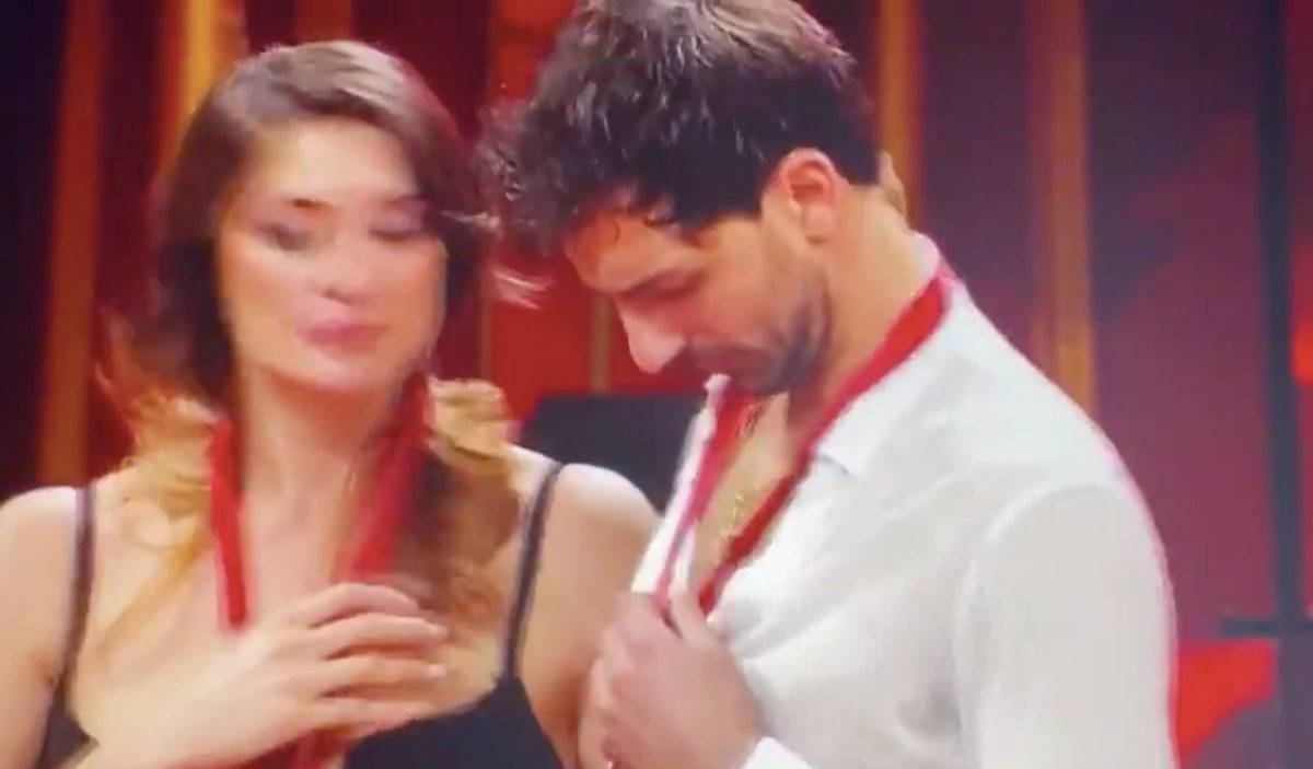 Elisa Isoardi e Raimondo Todaro confessano tutto: è amore?