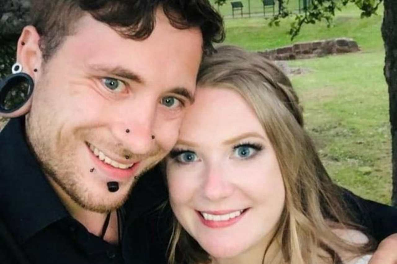 Donna distrutta |  muoiono il padre e il marito |  erano sposati da pochi mesi