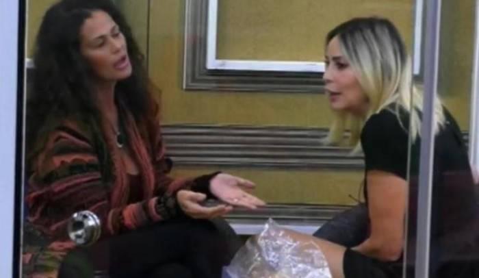 Stefania Orlando e Samantha De Grenet: il primo scontro Eva contro Eva