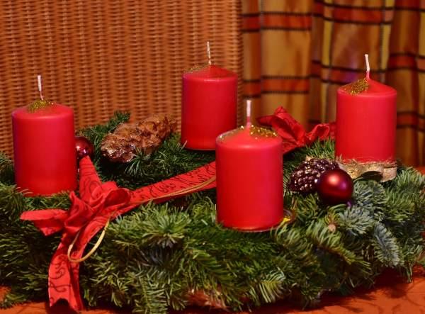 Ghirlanda dell'Avvento Natale tradizioni mondo