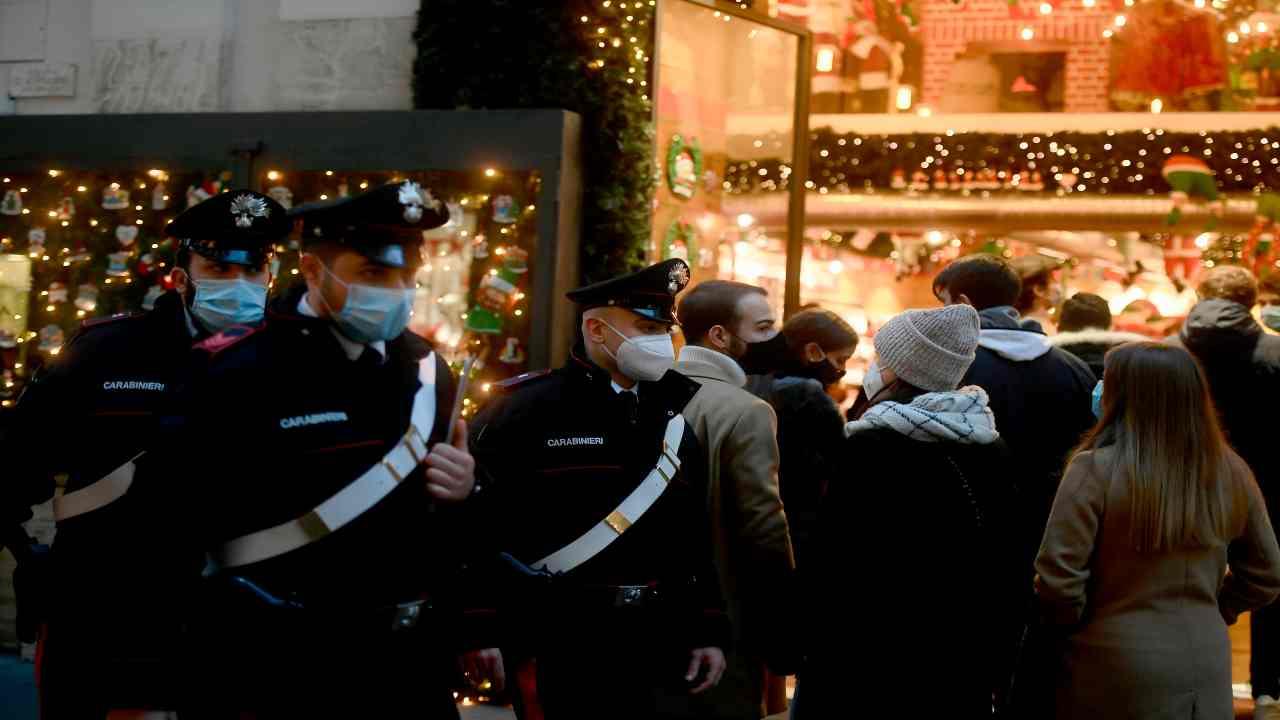 Controlli Natale carabinieri bar