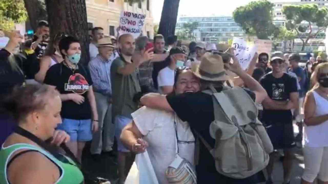 negazionisti Covid Torino Udine