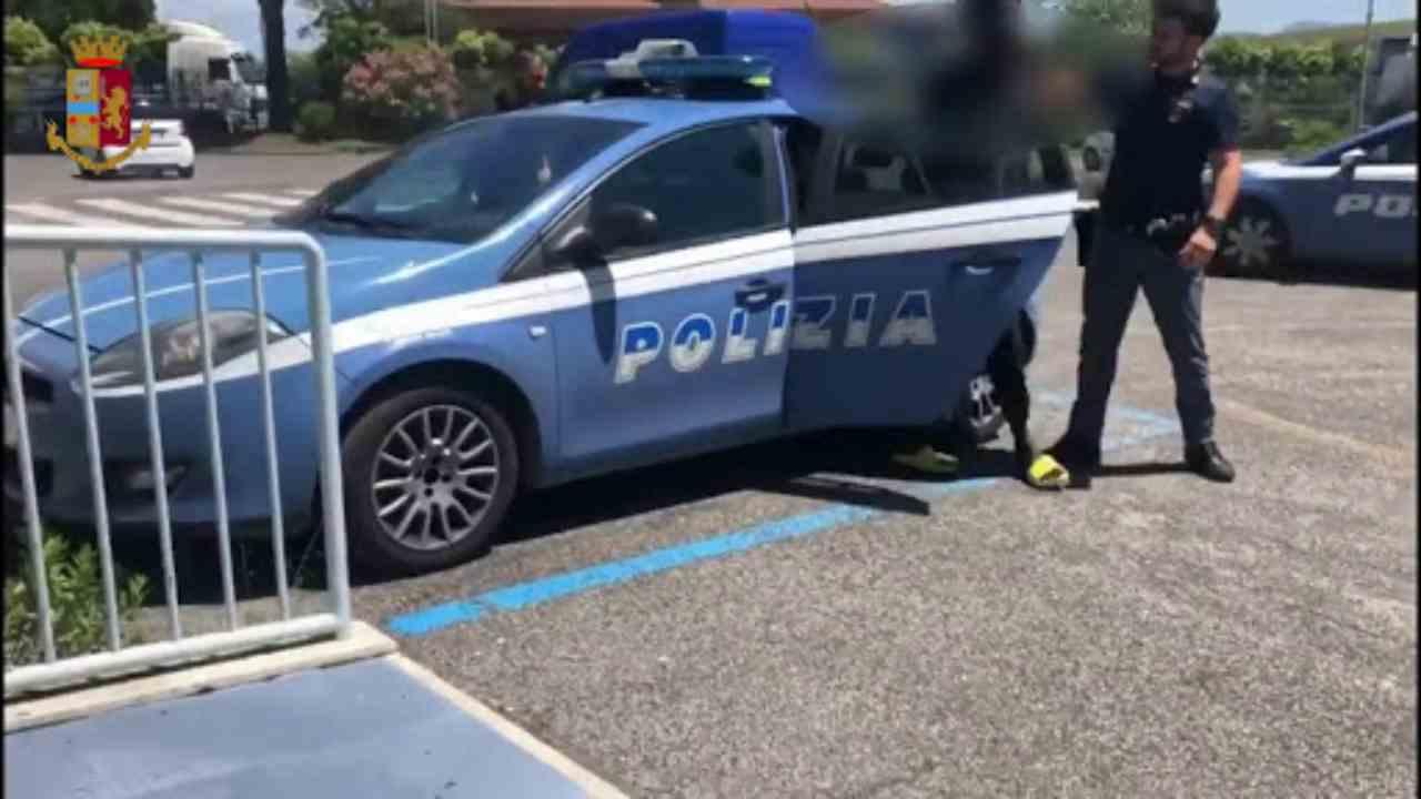 Poliziotta arrestata Ostia furto