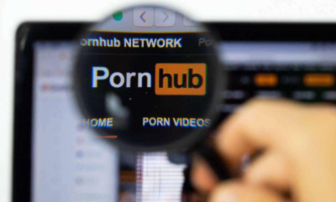 Pornhub |  l'inchiesta denuncia il sito |  pubblica pedofilia e stupri