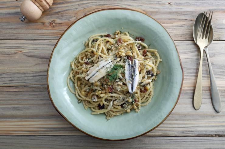 spaghetti alici mollica calabria