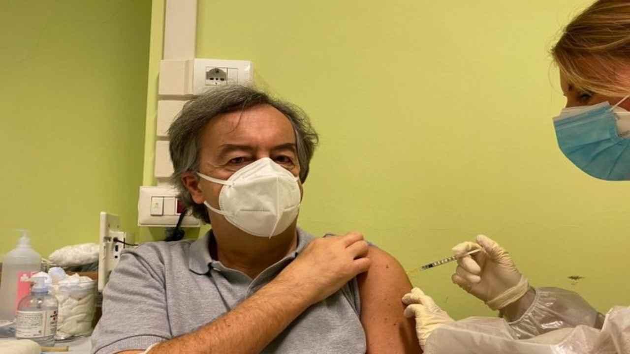 Vaccino Pfizer in ritardo: tagli alle Regioni per altre tre settimane. Zaia: lo produciamo noi