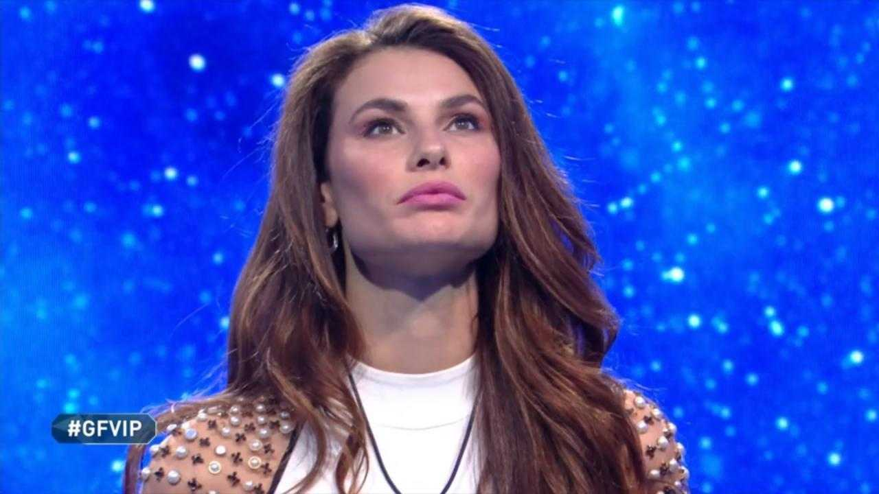 GF Vip, Tommaso Zorzi gela Giulia Salemi: fan applaudono – VIDEO