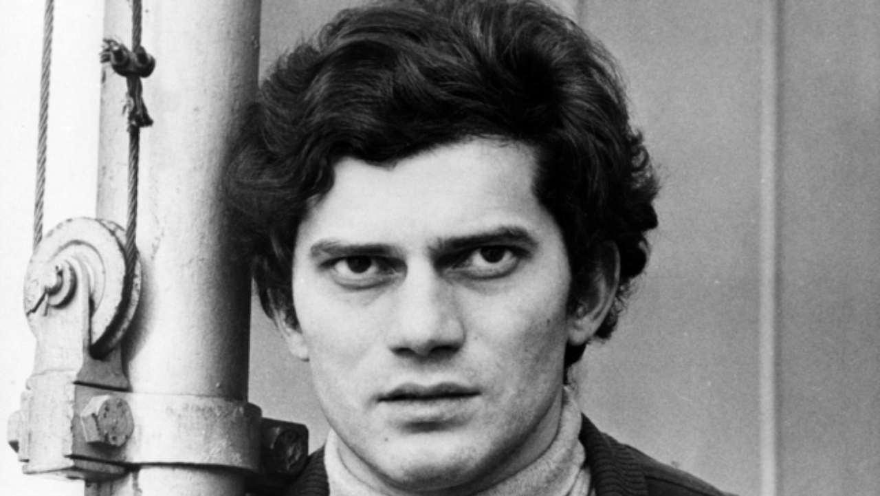Luigi Tenco si suicidava a Sanremo il 27 gennaio 1967: cosa accadde davvero