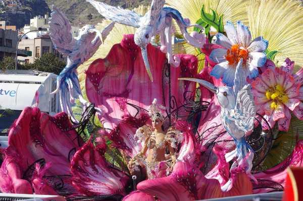 Parata di Tenerife (Facebook) Carnevali famosi mondo