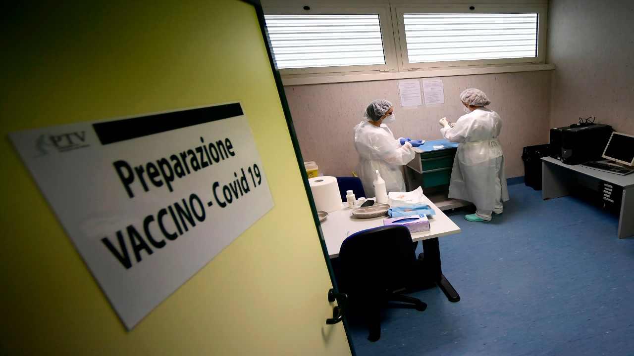 Piano vaccini, rallentamento già prima della riduzione di Pfizer