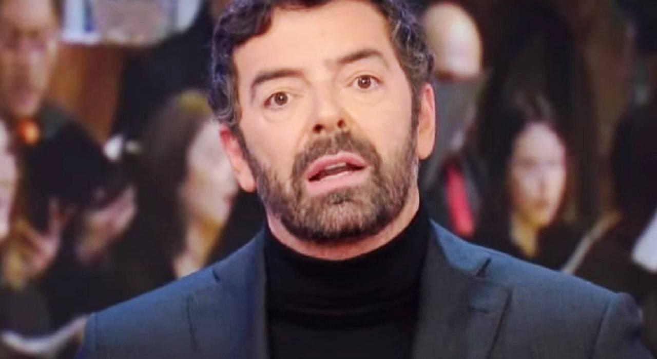 """Alberto Matano in tv dopo il """"weekend di follia"""": cos'è successo"""