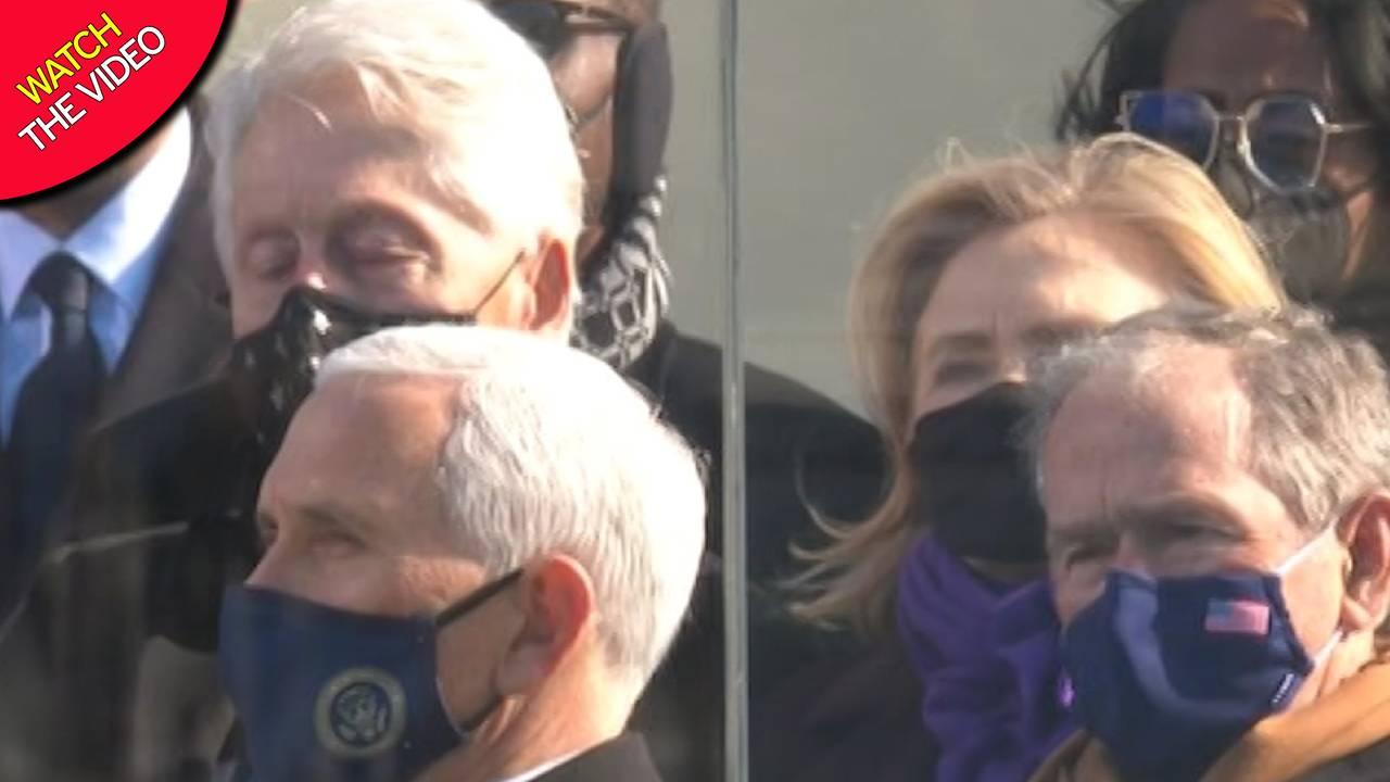 """Bill Clinton si """"addormenta"""": figuraccia durante il discorso di Joe Biden – VIDEO"""