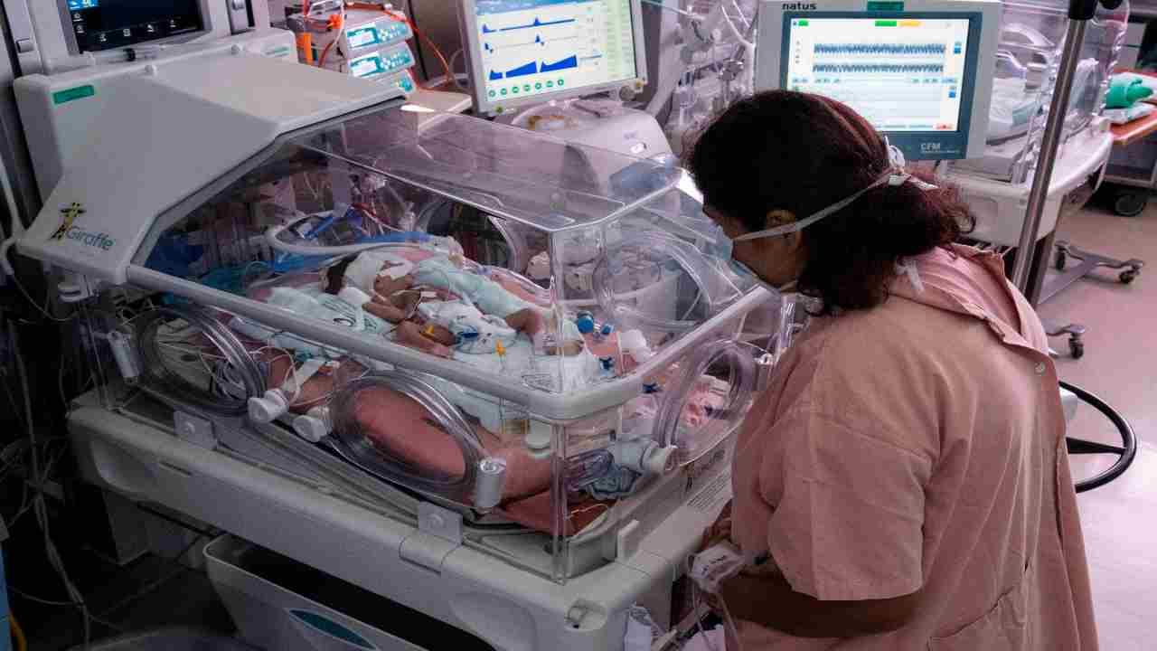 bimbo muore durante il parto