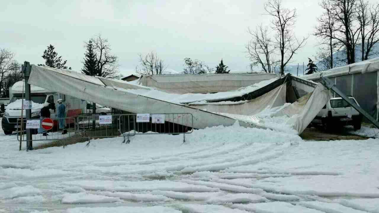 centro Covid Norcia neve