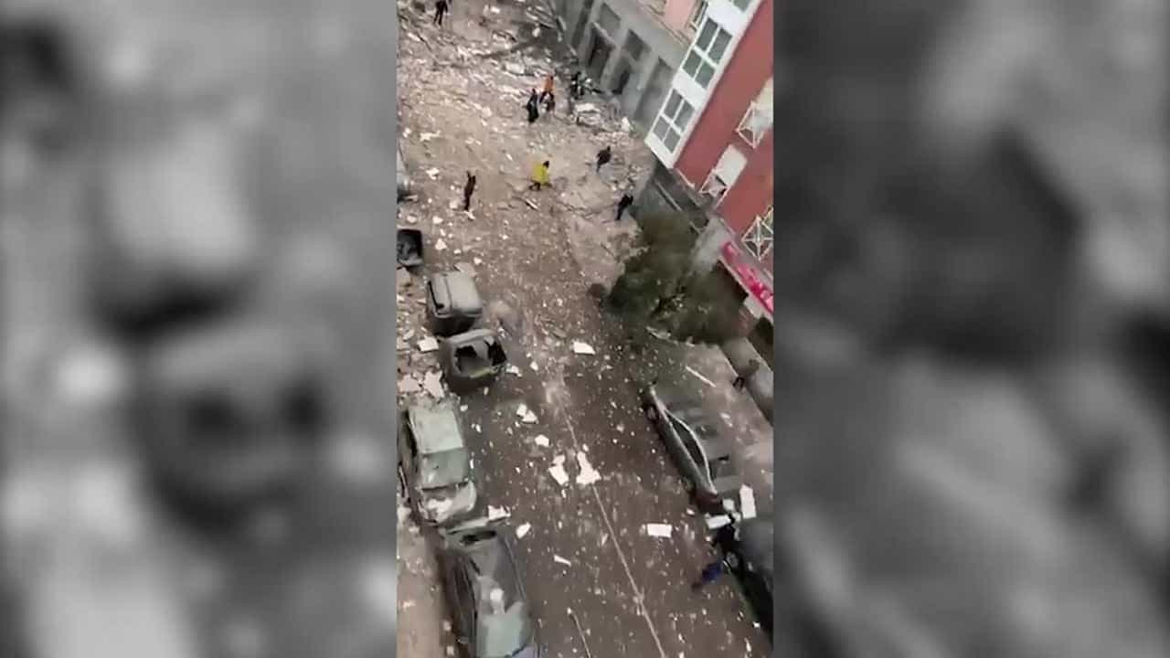 Forte esplosione a Madrid, distrutto un edificio: almeno tre morti