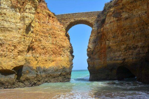 L'arco naturale di Praia dos estudantes