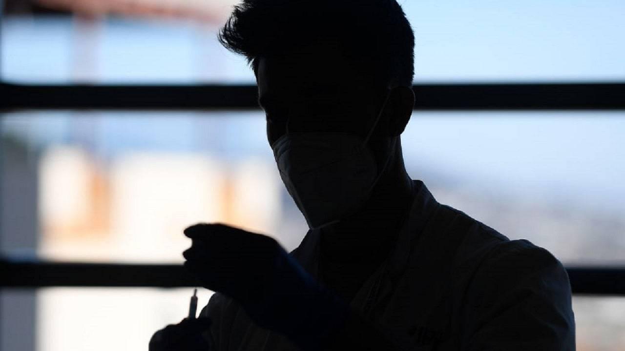"""Voghera, infermiere """"ruba"""" il vaccino per sua moglie"""