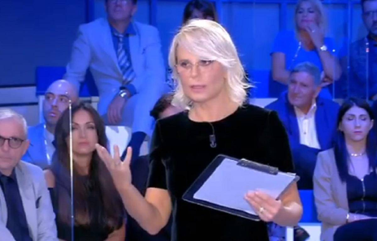 C'è posta per te, Maria De Filippi zittita dall'ospite: l'incredibile reazione