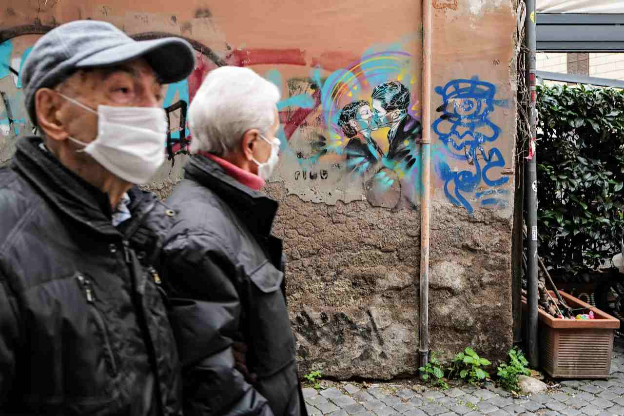 Mascherine anziani Italia