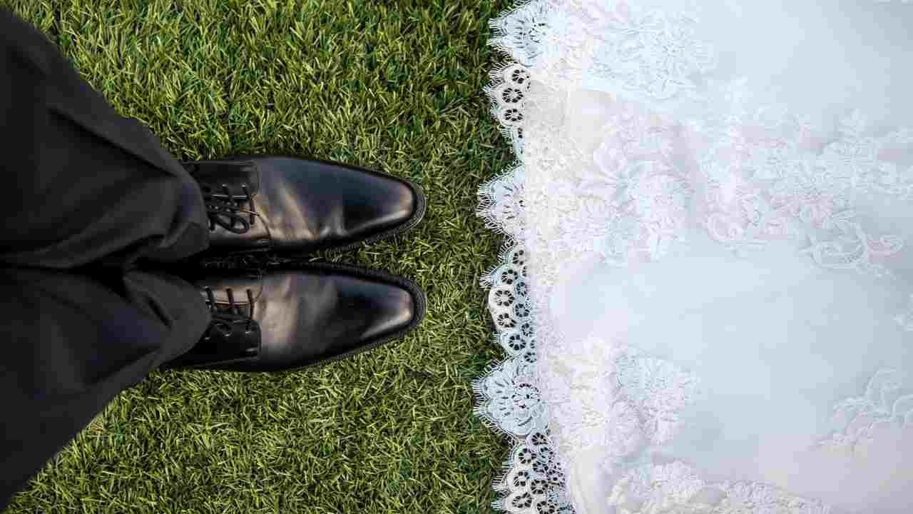 Restrizioni Covid, matrimonio segreto a scuola: nei guai wedding planner