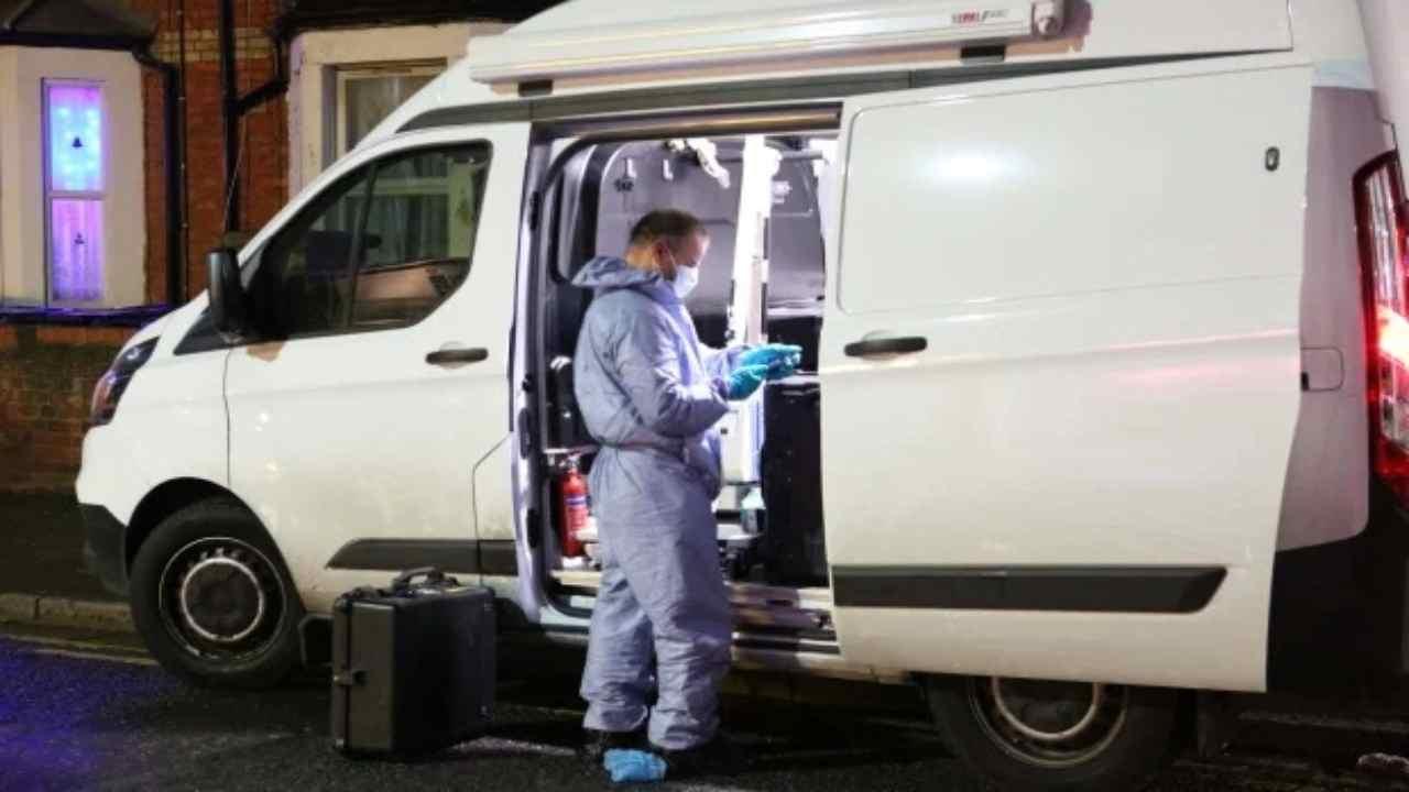 donna uccisa cadavere valigia