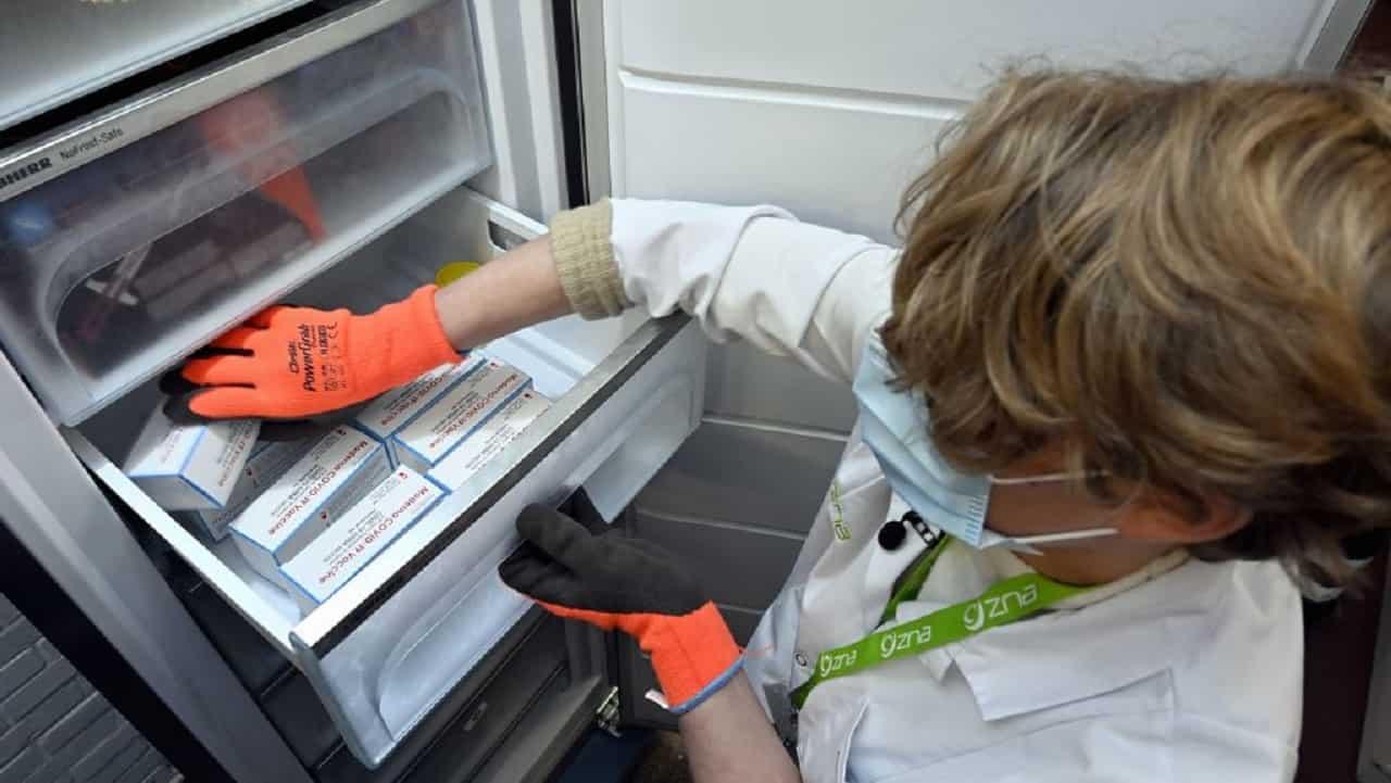 Vaccino Moderna, congelatore guasto: perse 800 dosi
