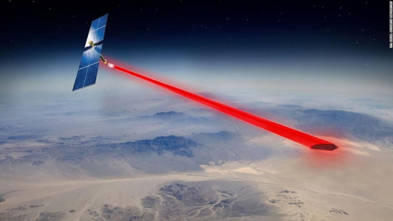 Pannelli solari nello spazio: gli scienziati vogliono inviare energia sulla Terra