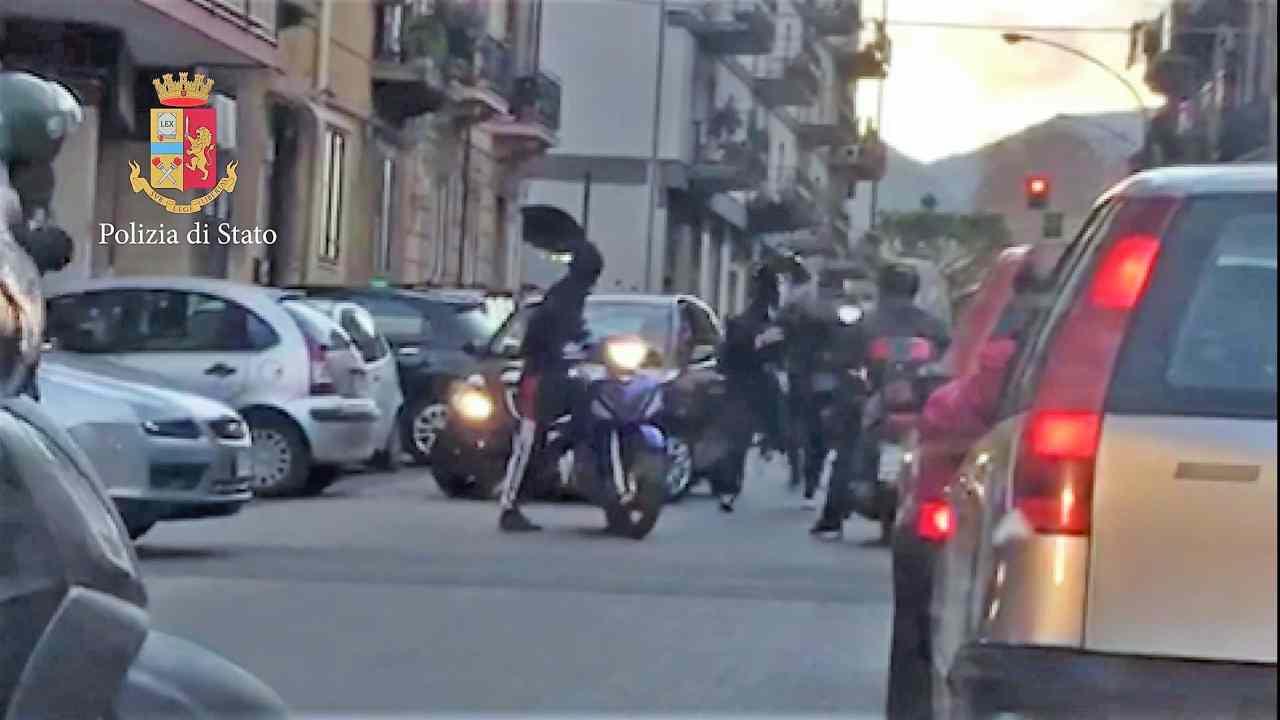 Roma tassista spara strada