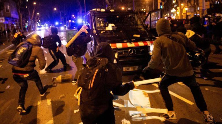 manifestazioni violente a Barcellona