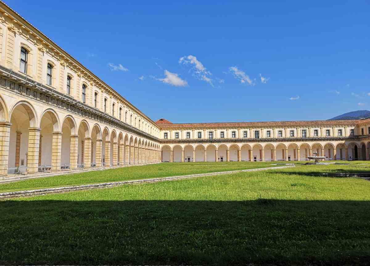 Il chiostro della Certosa di Padula