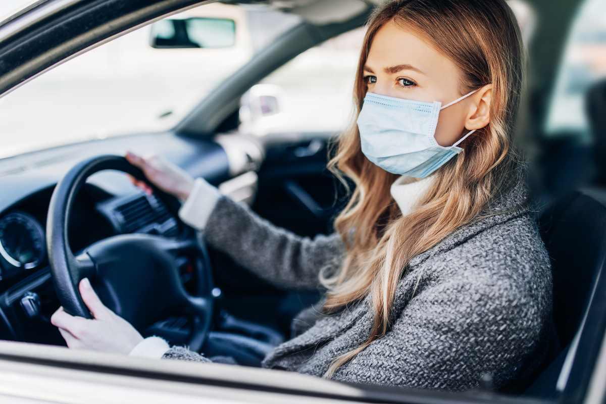 Come ridurre il rischio di contagio durante un viaggio in auto