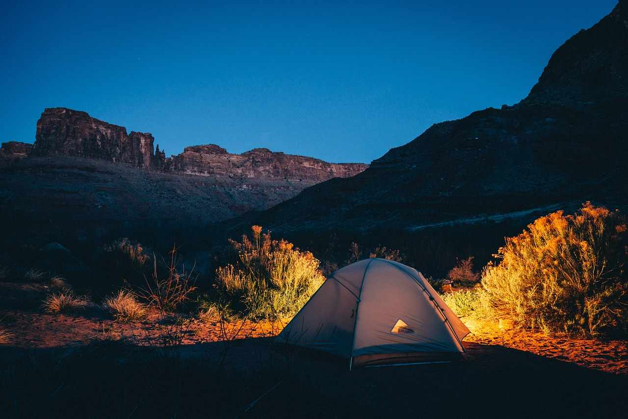 Migliorare la qualità del sonno andando in campeggio