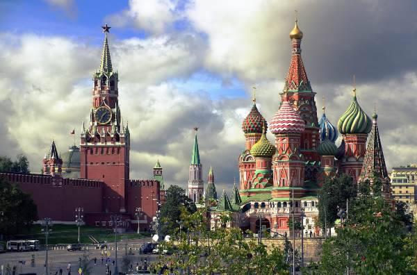 A sinistra il Kremlino, a destra la Cattedrale di San Basilio cose non fare russia