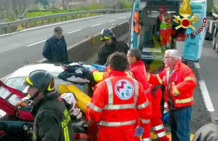 Infermiere morto in incidente
