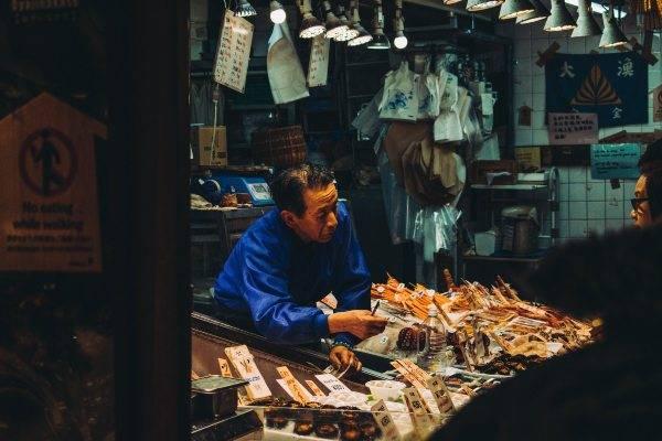 Mercatino di pesce fresco in Giappone Cose non fare giappone
