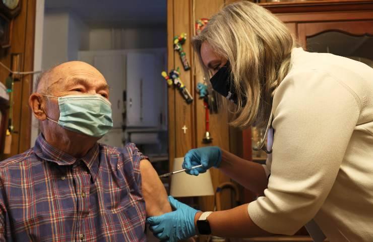 Vaccino parla Enrico Mentana