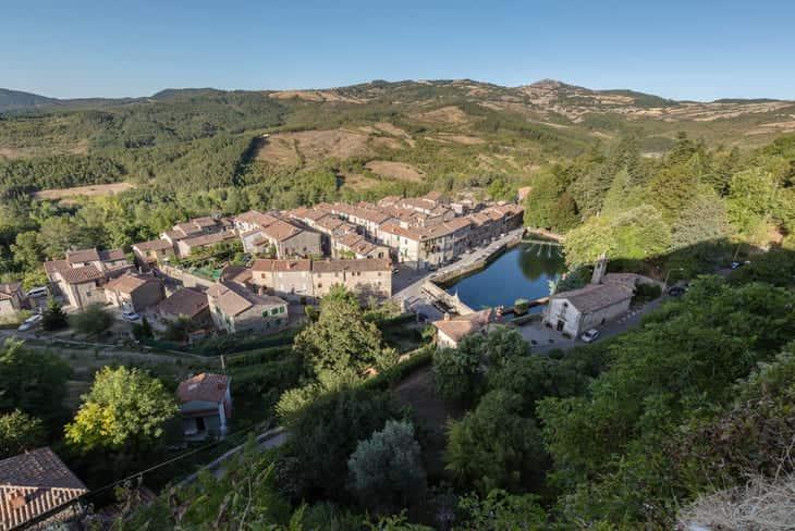Santa Fiora sulle pendici del Monte Amiata