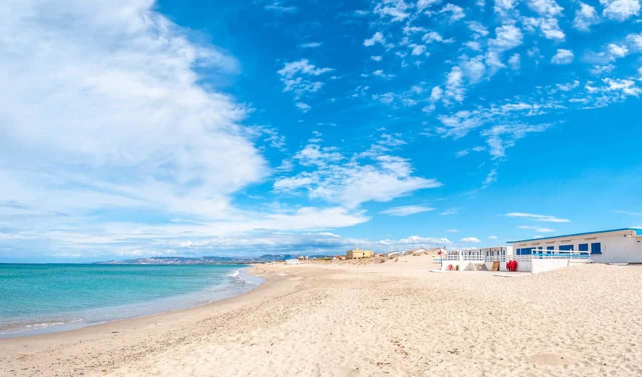 La spiaggia più lunga d'Italia, dove si trova: è tra le più belle del mondo