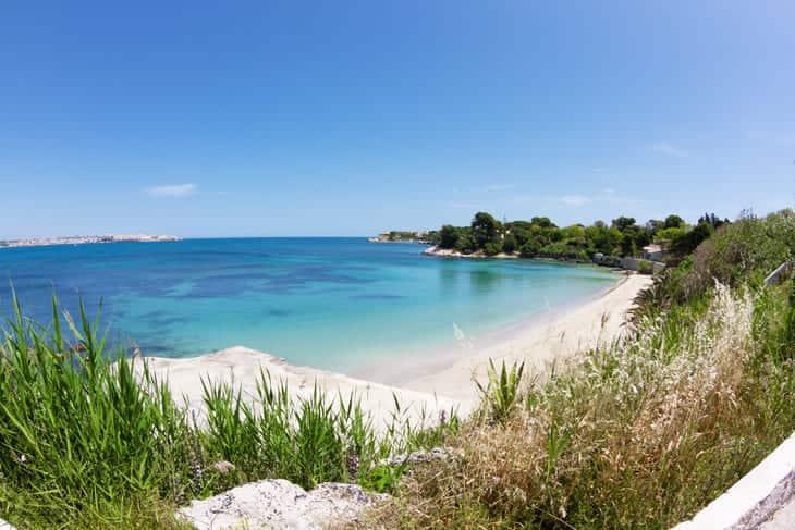 spiaggia nei dintorni di Augusta in Sicilia