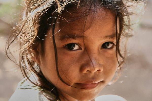 Bambina cambogiana