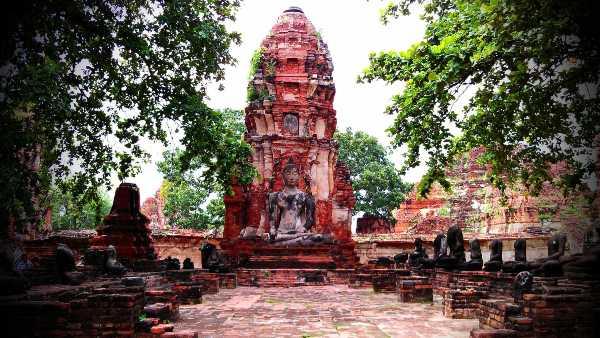 Il Tempio della grande reliquia, Ayutthaya, Tailandia dove vivere pochi soldi