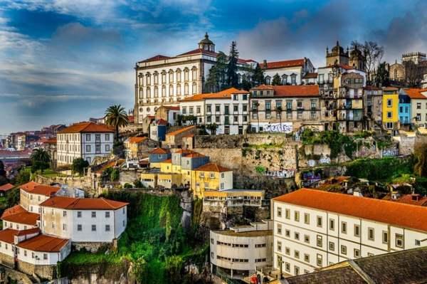 Porto (pixabay) dove vivere pochi soldi