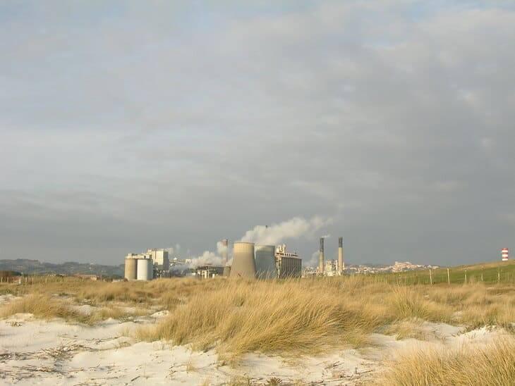 La spiaggia di Rosignano e la fabbrica della Solvay